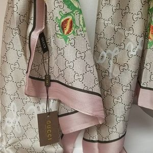 New large silk Gucci scarf